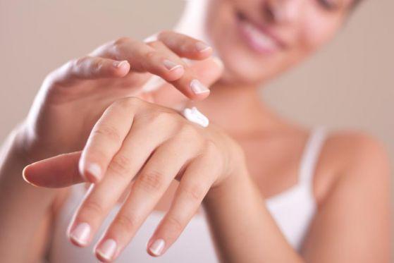 Причины повреждения кожи рук и правила ухода