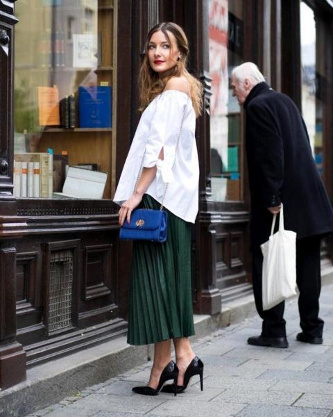 Как носить юбку плиссе этой весной. 6 стильных образов