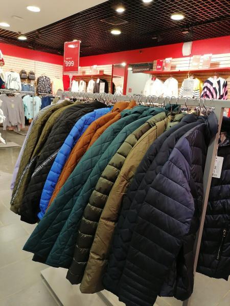 Выбираю куртку в Остин для весны, цены от 999 рублей.