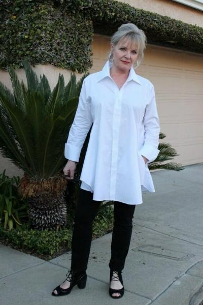 Белая рубашка после 50 лет: Как носить и с чем сочетать