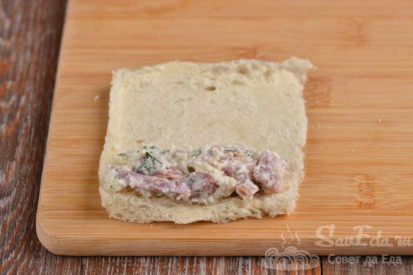 И на закуску, и на завтрак! Быстрые рулетики с колбасой из хлеба.