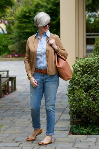 Как носить джинсы после 50 и не выглядеть дешево