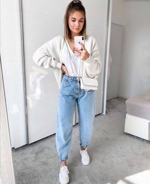 Какой цвет обуви подобрать к светлым джинсам.