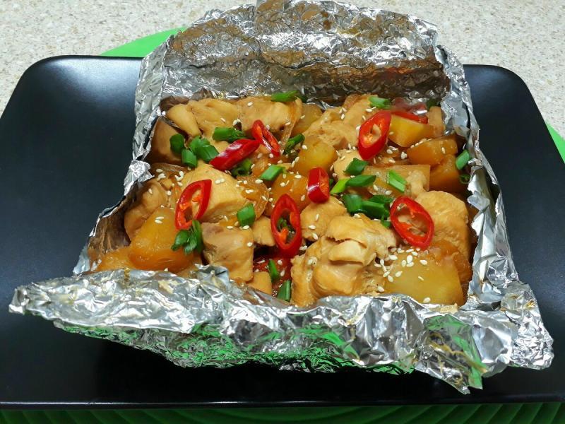 Куриное филе с ананасами и перцем в соусе терияки