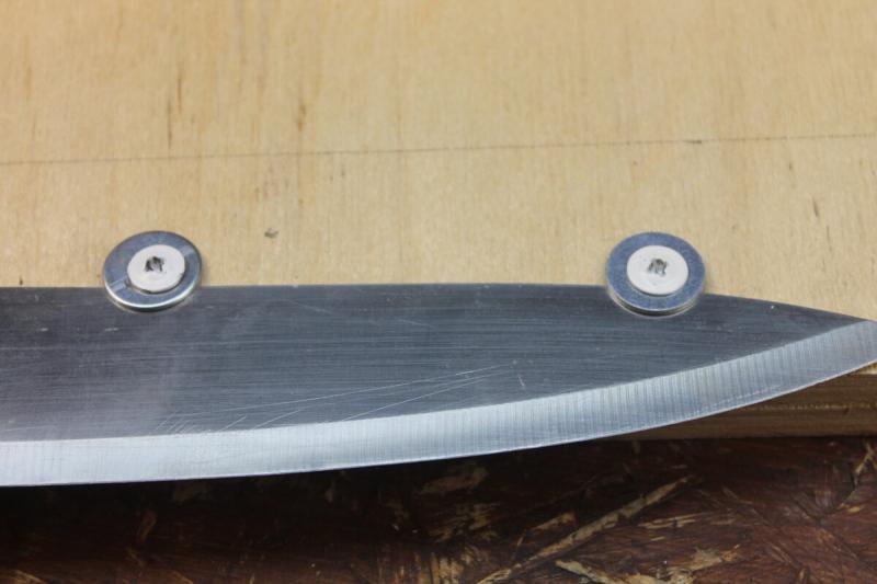 Точилка для кухонных ножей на коленке, доступно любой домохозяйке