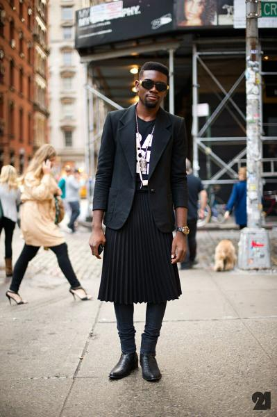 Удлиненная худи и юбка миди- модный тандем на весну 2020.