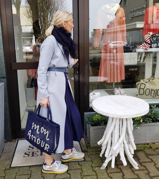 Удобство и комфорт: Как носить кеды и кроссовки женщинам за 50