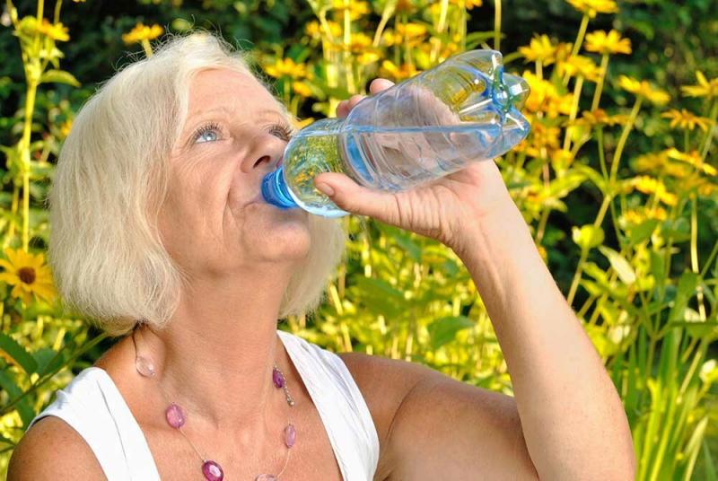 Пью воду, сбросила -30кг в 60 лет. Рассказываю как