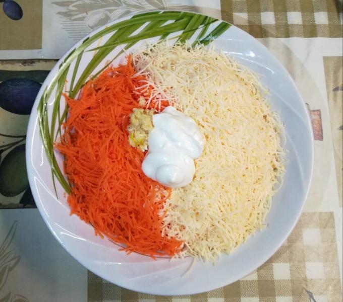 Простой, но очень вкусный салат всего из пары ингредиентов.