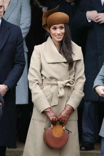 Шляпку, как и корону, следует носить подобающе