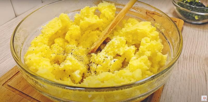 Вкусное картофельное блюдо к обеду. Без духовки и без муки.