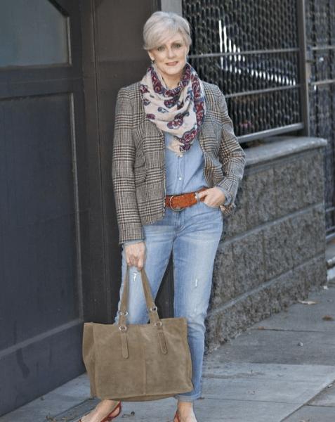 Любите джинсы? Покажу с чем носить их женщине 50+ этой весной