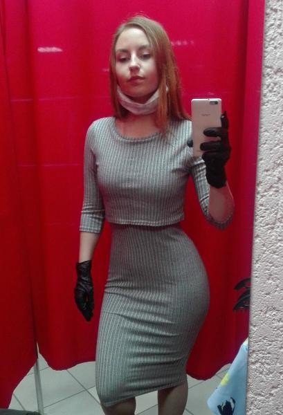 Примерка в секонде: платья и комбинезоны