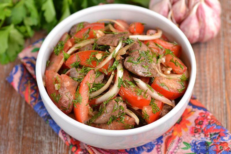 Вкусный и сытный салат из куриной печени без майонеза
