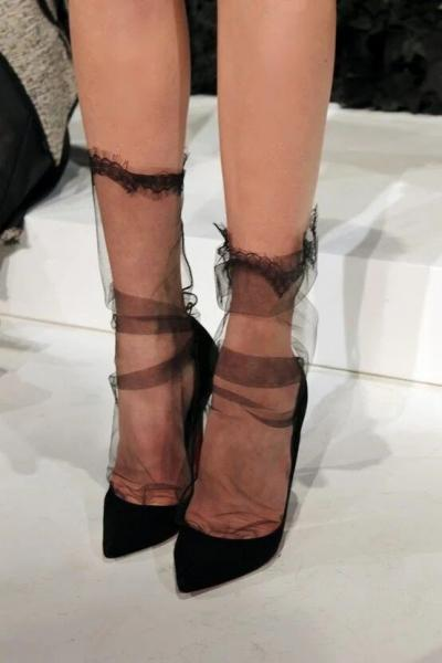 Черные носки под белые кроссовки! Безвкусица или новый тренд?!