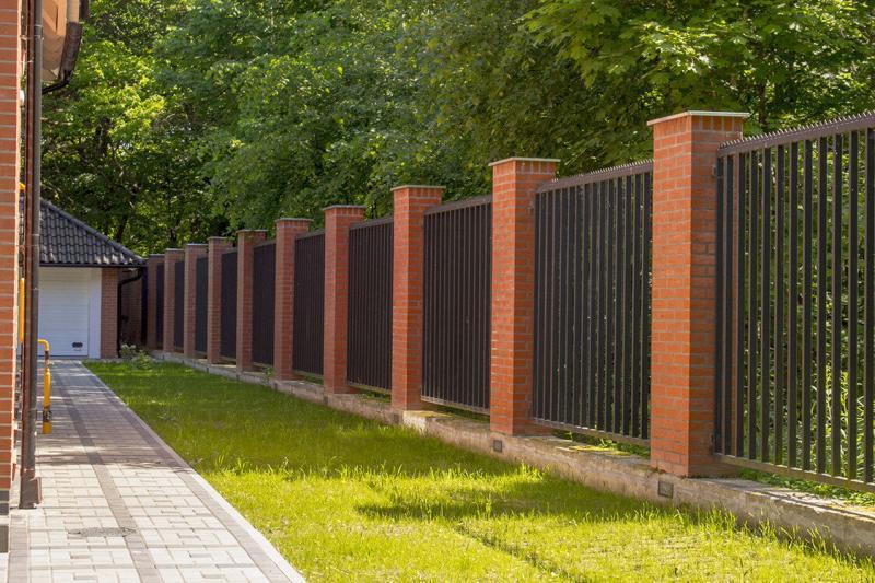 Правильная высота забора вокруг частного дома-основыне правила