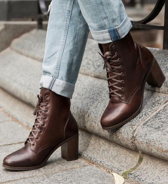 20+ способов стильно сочетать ботильоны с джинсами в едином комплекте