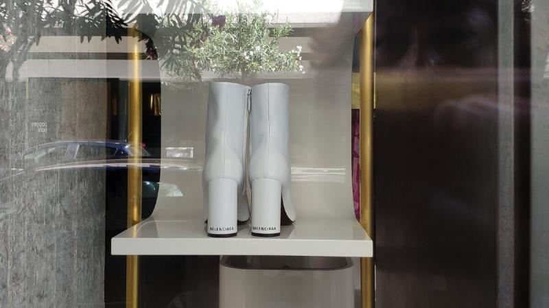 Итальянские витрины в августе 2020: модная обувь