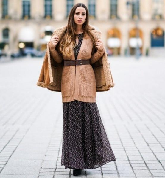 10 необычных способов носить летние платья и сарафаны осенью на улице или в помещении зимой