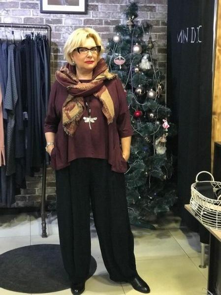 11 образов для женщин 60+, чтобы было тепло и стильно