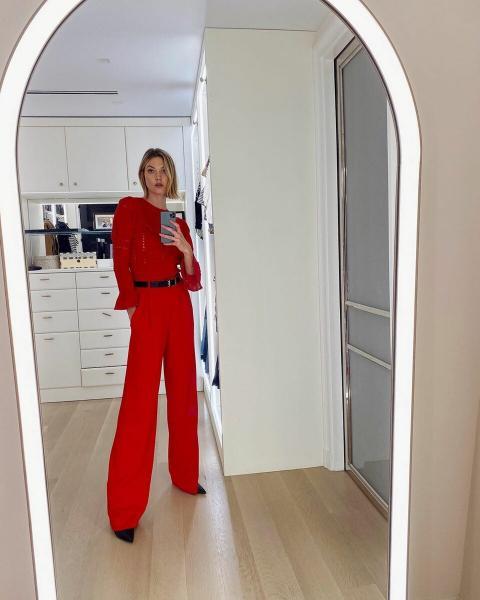 Как эффектно носить вещи красного цвета: учимся на примере звезд