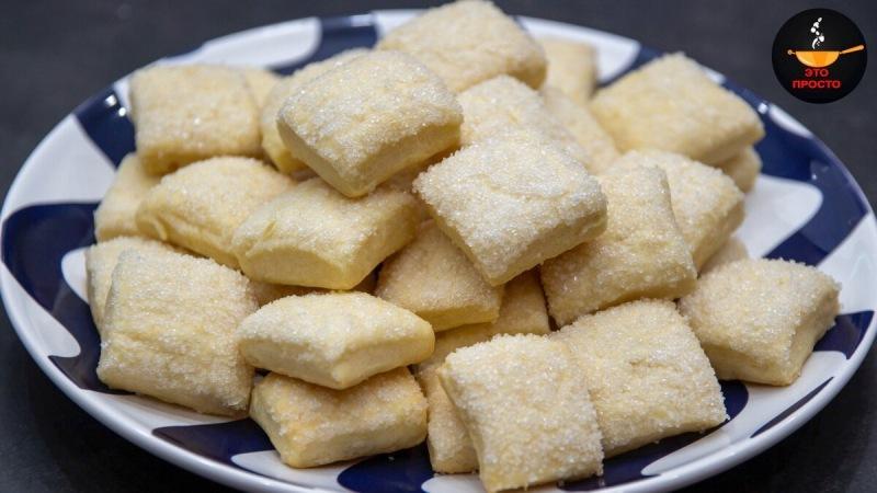 Беру кефир и через 20 минут печенье к чаю готово