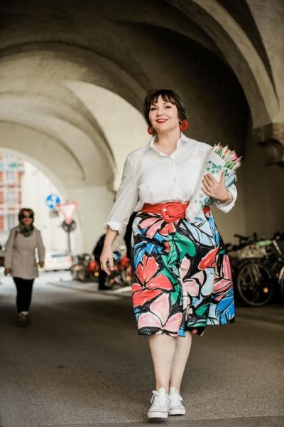11 готовых повседневных образов весны для полных женщин 50+