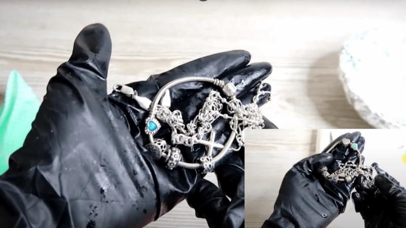 Как очистить серебро от тьмы содой