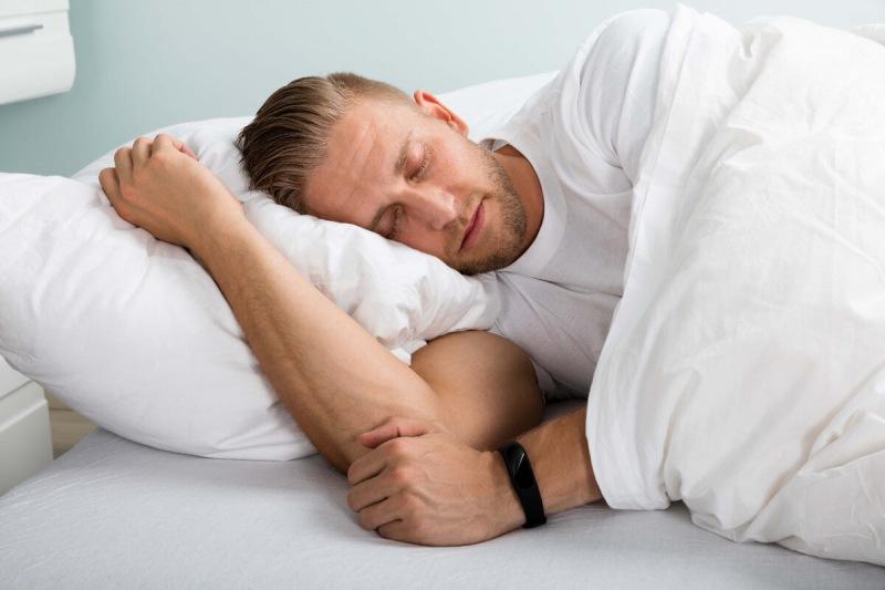 На боку, на спине или животе: как правильно спать?