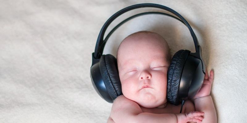 Зачем младенцам белый шум и где его найти